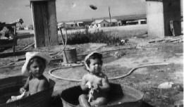ילדים רוחצים בתוך פיילה, מתוך האתר נוסטלגיה אונליין